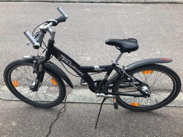 jungen Fahrrad