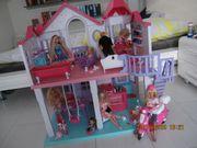 Puppenhaus incl Barbie Puppen und