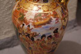 Glas, Porzellan antiquarisch - China Porzellan Vase Palastszene Schmetterling
