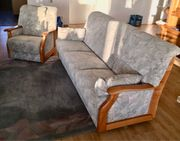 3-Sitzer-Couch und Sessel im Landhausstil