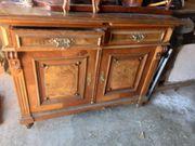 Alte verschiedene Möbel