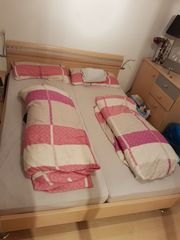 Bett mit Schlafzimmerschrank