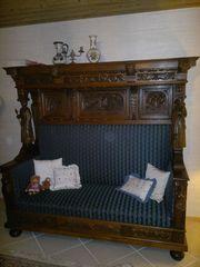 Antikes Sofa mit Überbau
