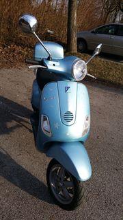 Vespa LX 50 in azurblau