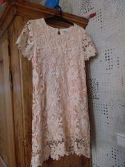 Biete ein Wunderschönes Abrikofarbenes Kinderkleid