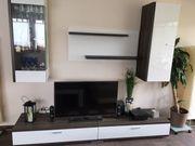 Schöne Wohnzimmer-Wand lackweiss-braun