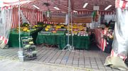 Marktstand mit Equipment