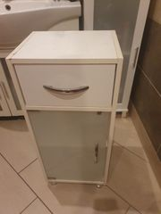 verschenke kleinen Badezimmer Schrank