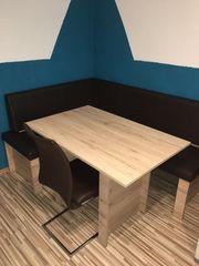 Essecke mit Stühlen und Tisch