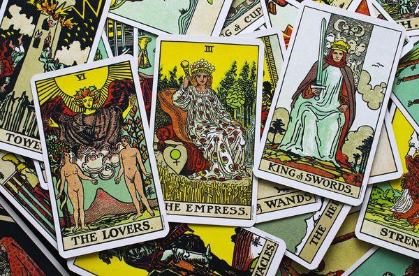 Kartenlegen mit Tarot und Numerologie -