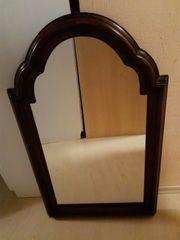 Großer Spiegel mit massivem Holzrahmen