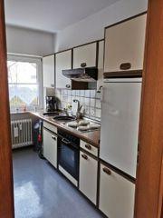 kuche mit Elektrogeräten Kühlschrank Backofen