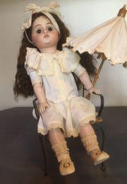 Puppe mit Porzellankopf und Echthaar