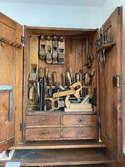 Antiker Werkzeugkasten Tischlerwerkzeug Hobel Bohrer