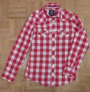 Rotweiß kariertes Hemd