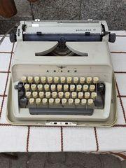 Adler Mechanische Koffer-Schreibmaschiene