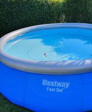 Bestway Pool mit Leiter und