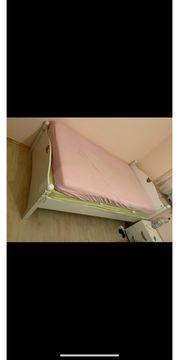 Polsterbett inklusive Nachttisch