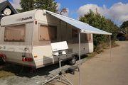 Abfahrbereiter Wohnwagen Dethleffs Camper 530