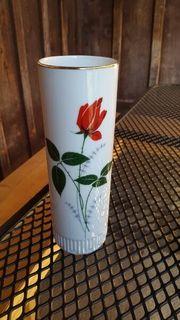 Kleine Vase mit Rose und