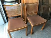 5 alte Stühle
