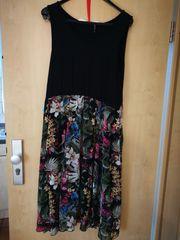 Schwarz-geblümtes Sommerkleid