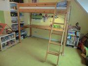 Hochbett mit Schreibtischplatte