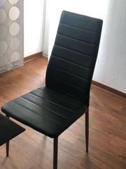 Esstisch inklusive 4 schwarze Stühle