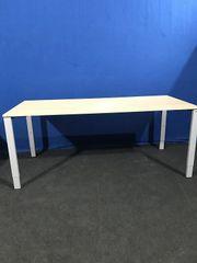 Schreibtisch mit Sitzhöhenverstellung von Bene -