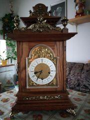 Uhrmacher repariert auch sehr alte