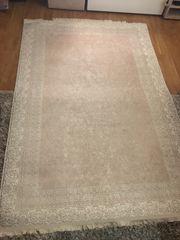 Neuer Teppich mit schönem Muster