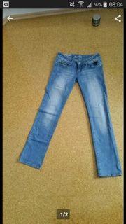 Figurbetonte Jeans in Grösse 38