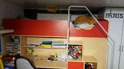 Hochbett mit Schreibtisch und Kleiderschrank