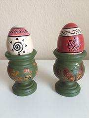 Alte Oster- Stopf-Eier im Holzeierbecher