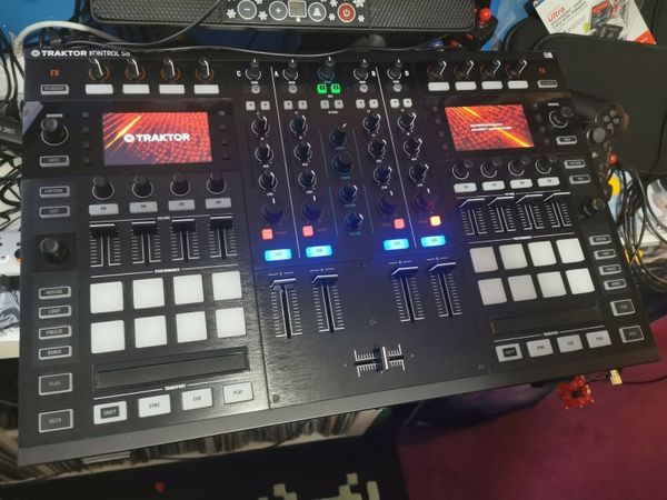 Traktor Kontrol S8 - DJ Controller