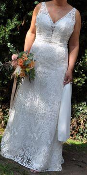 Modernes superbequemes und ivoryfarbenes Boho-Hochzeitskleid
