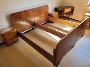 altes Holz Doppelbett mit zwei