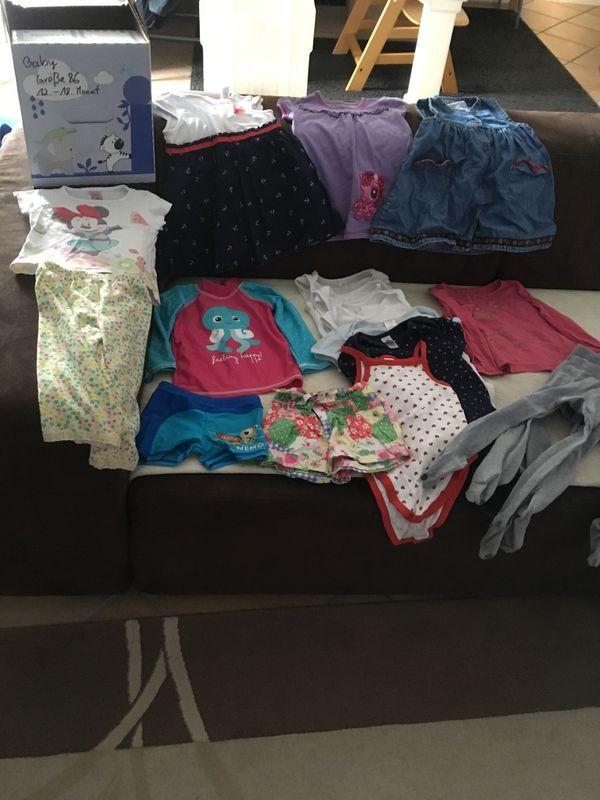 Verkaufe Baby Kleidung Größe 86