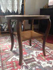 Kleiner Holztisch
