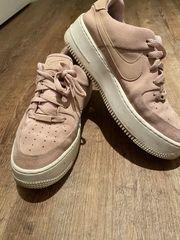 Nike Air Force in rosa