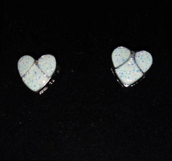 Weiße Ohrstecker Herz