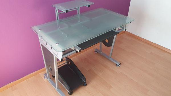 Moderner Schreibtisch mit Glasplatte