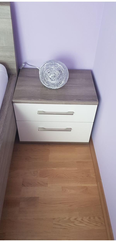 Neuwertiges Doppelbett mit passenden Nachtkästen