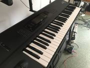 Korg 01 W Synthesizer