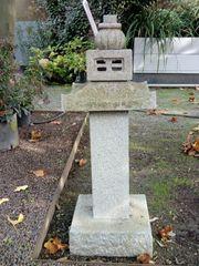 Japanische Steinlaterne aus Granit