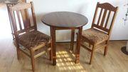 Tisch- rund- und 2 Stühle