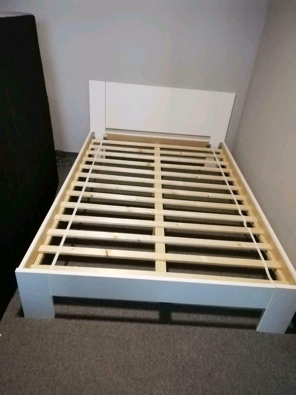 140 Bett mit Matratze in