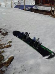 Snowboard mit Bindung