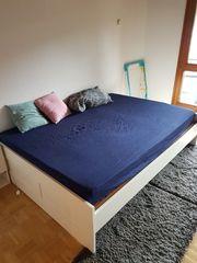 sehr bequemes Bett in Weiß
