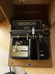 AEG Mignon Schreibmaschine mit Holzkasten